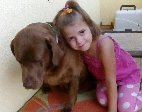labradorka z dzieckiem